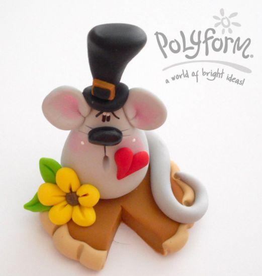 Sculpey III Pilgrim Mouse on Pumpkin Pie