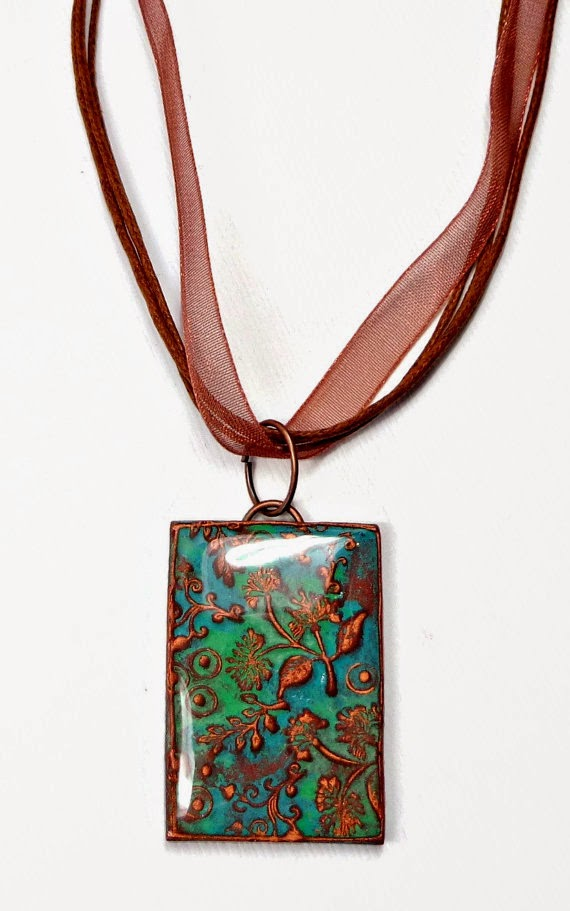 Pendant made using the mold with the raised edge frame *Note how nicely the thin edge holds the resin